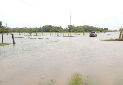 Por mal estado de caminos no llega ayuda a damnificados de Caazapá