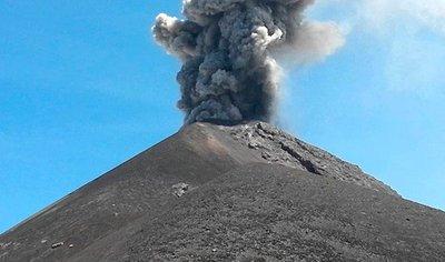 Alerta naranja por erupción de volcán de Fuego