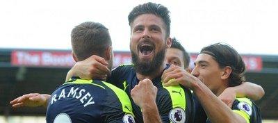 El Arsenal golea al Stoke y aprieta la pelea por la Champions