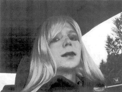 Sale de la cárcel Chelsea Manning, quien filtró documentos a Wikileaks