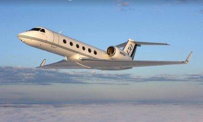 Cartes compra una costosa y lujosa aeronave