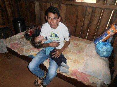 Padre de un bebé con discapacidad pide ayuda