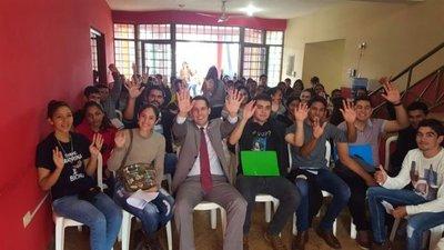 Entregan becas a 180 universitarios en Canindeyú