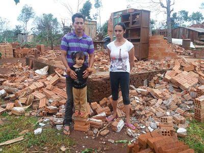 Familias siguen aguardando ayuda tras temporal en Natalio