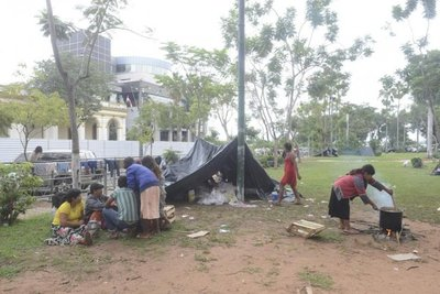 Nativos acampan en plaza del Congreso