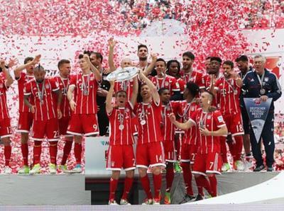 Bayern Múnich festeja el título y dice adiós a leyendas