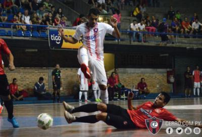 Cerro Porteño inicia la defensa del título