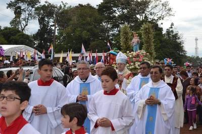 Devotos honran a María Auxiliadora