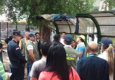 Desalojan a vendedores de tereré y comida de plaza en zona de shoppings