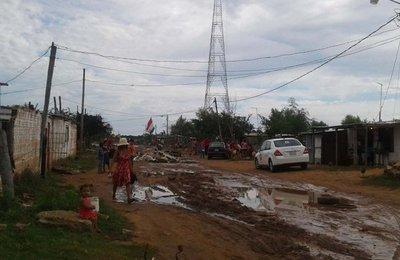 Clausuran calle y paralizan la construcción de Costanera II