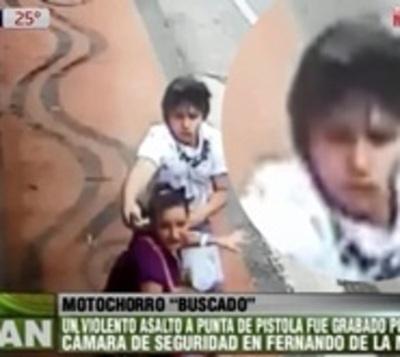 Rostro de motoasaltante queda grabado en vídeo y ahora es buscado