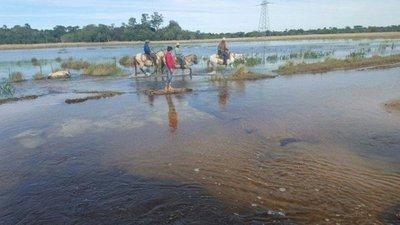 Yabebyry: Inundaciones hacen que movilizarse sea una odisea