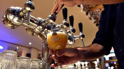 Beber alcohol afecta al cerebro, sostienen