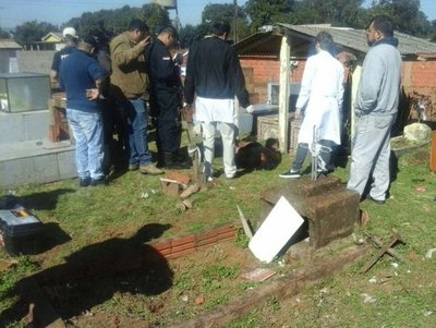 Homicidio en un cementerio