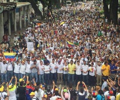 """Venezolanos culminaron la """"Tranca de la indignación"""""""