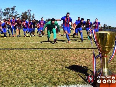 Cerro Porteño recibió la copa en la Reserva