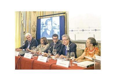 "Roa en Madrid: ""Sus textos revelan  su amor al lenguaje"""