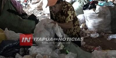 RECICLAN SIN PROTECCIÓN ALGUNA EN EL VERTEDERO