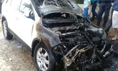 Incendian camioneta de concejala en Guairá