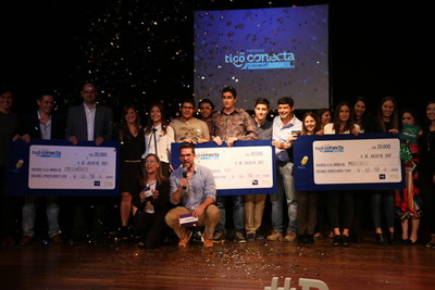 """Proyectos de educación, """"reciclaje"""" de alimentos y huertas digitales ganan Premios Tigo Conecta"""