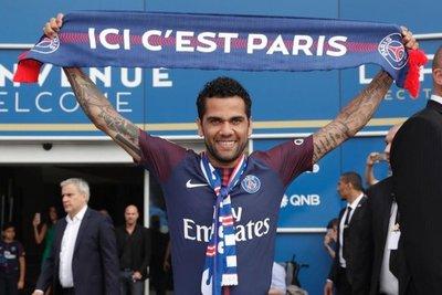 Alves se une al PSG