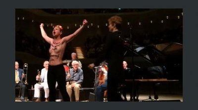 Activistas de Femen interrumpen un concierto de Woody Allen