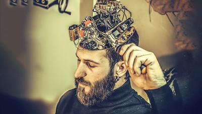 Implantarán en el cerebro un chip de 'superinteligencia' en 10 años
