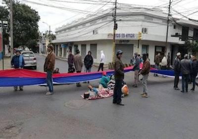 """Piquetes en Asunción, policías justifican inacción: """"Falta alguien que nos respalde"""""""