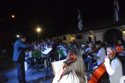 Primera noche del Festival de los Pueblos