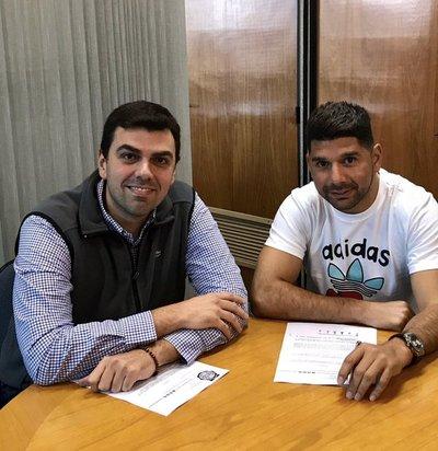 Ortigoza firma contrato con Olimpia