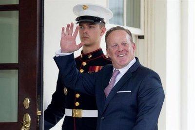 Trump confirma salida de portavoz de la Casa Blanca