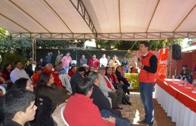 Peña señala como ejemplo al senador González Daher