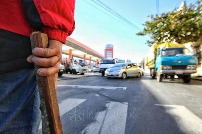"""Policías harán respetar la ley con """"chóko"""""""