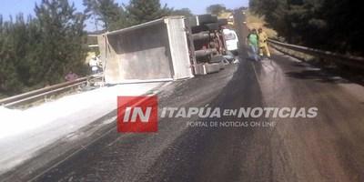 EN RUTA 6 VOLCÓ CAMIÓN CON CARGA DE CAL AGRÍCOLA