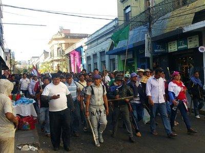 Resultado de imagen para Campesinos bloquean el microcentro}
