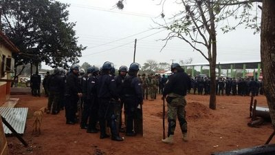 Desalojan a familias que ocupaban reserva natural en Amambay
