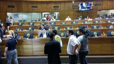 Levantan sesión de Senadores por falta de Quórum
