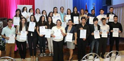 El CCPA realiza entrega de certificados a 25 egresados