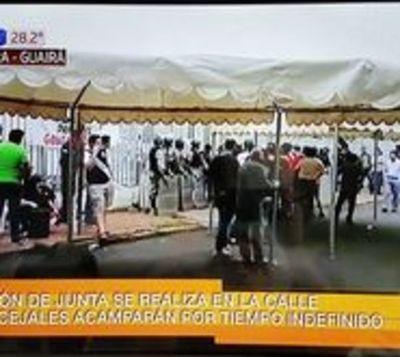 Junta Departamental de Guairá sesiona en plena calle