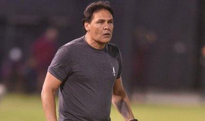 Chito Ayala terminó molesto por derrota ante General Díaz