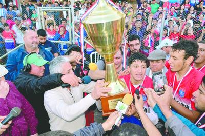 """Aparecieron los """"reyes del fútbol"""" en ligas de Central e interior del país"""