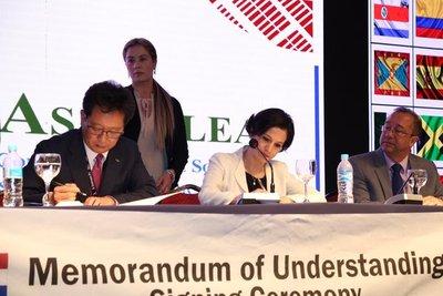 Hacienda firma convenio de cooperación catastral con Corea