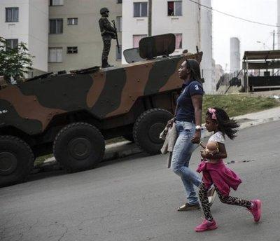 Tiroteos dejan sin clase a 20.000 alumnos de Río de Janeiro
