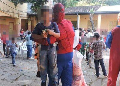 """Spiderman paraguayo: """"Las burlas me motivan más para seguir adelante"""""""