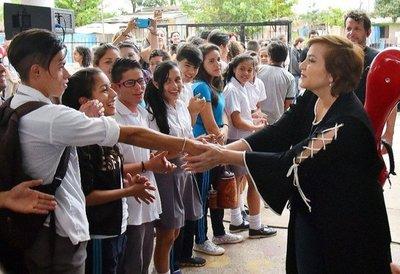 Berta Rojas finalizó gira por colegios y parte hoy a Berklee