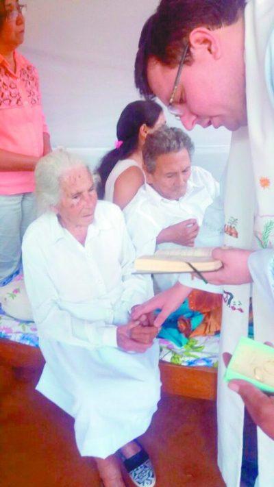 """Amor eterno: abuelitos dieron el """"sí, quiero"""" a los 85 años"""