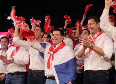 Santiago Peña cerró su discurso con una frase de Mussolini y Cartes se comparó con Dios