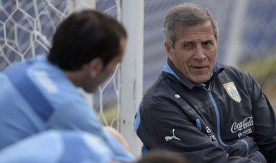 Tabárez anunciará el miércoles al sustituto de Luis Suárez