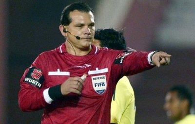 Carlos Amarilla va al partido entre Ameliano vs 3 de Febrero de Primera B