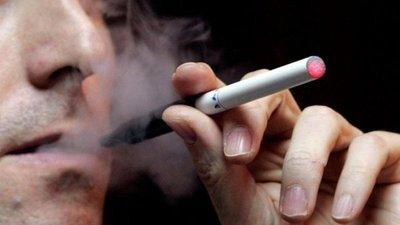 Nuevos estudios alertan riesgos por uso de cigarrillos electrónicos